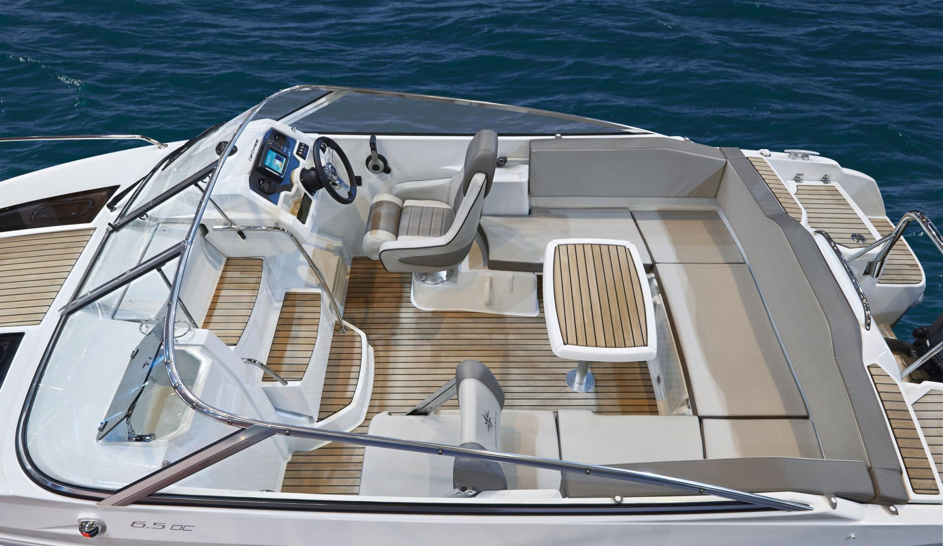 Sailing in Halong Bay with Cap Camarat 6.5 WA
