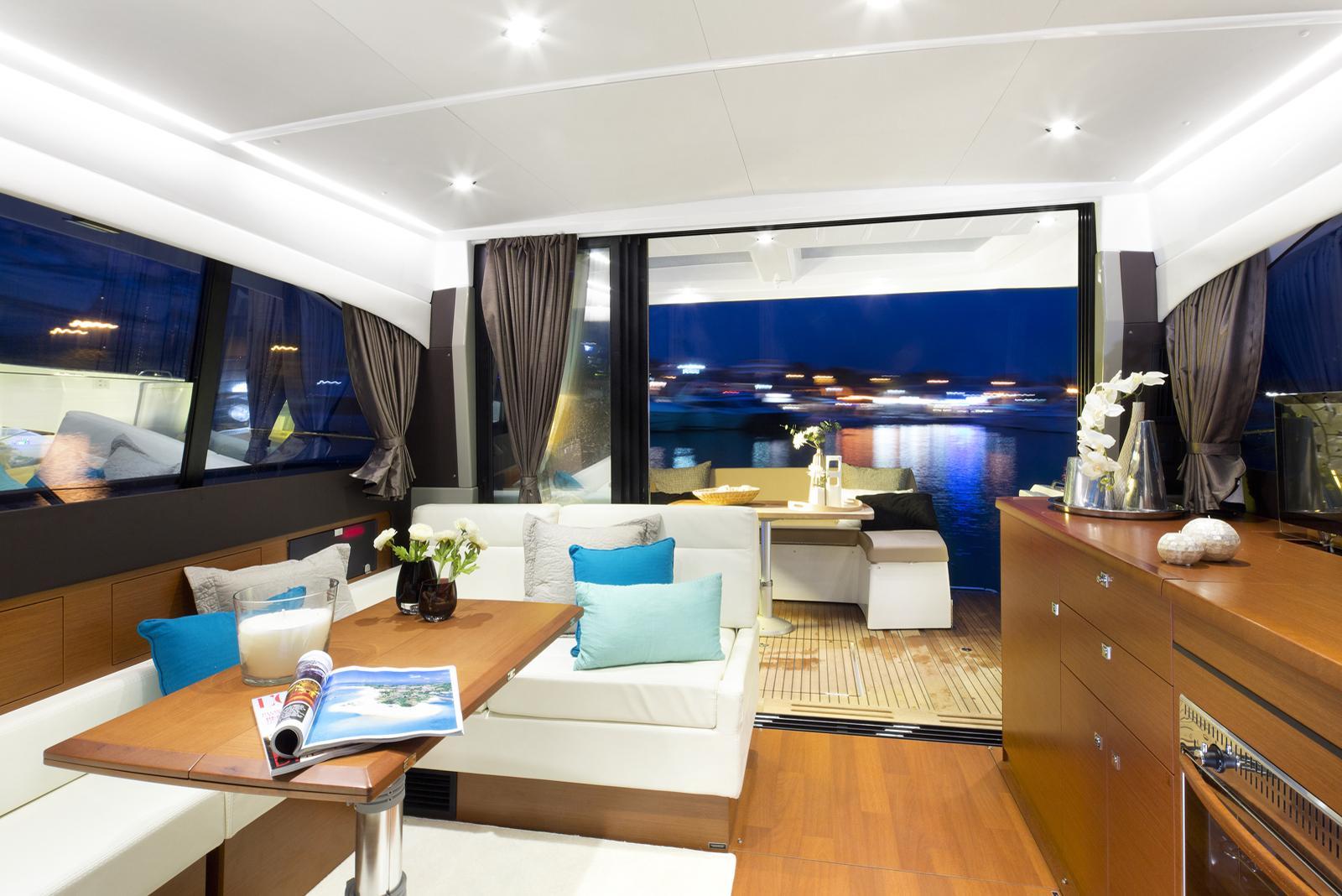 Jeanneau NC 14 Yacht in Halong bay (interrior)