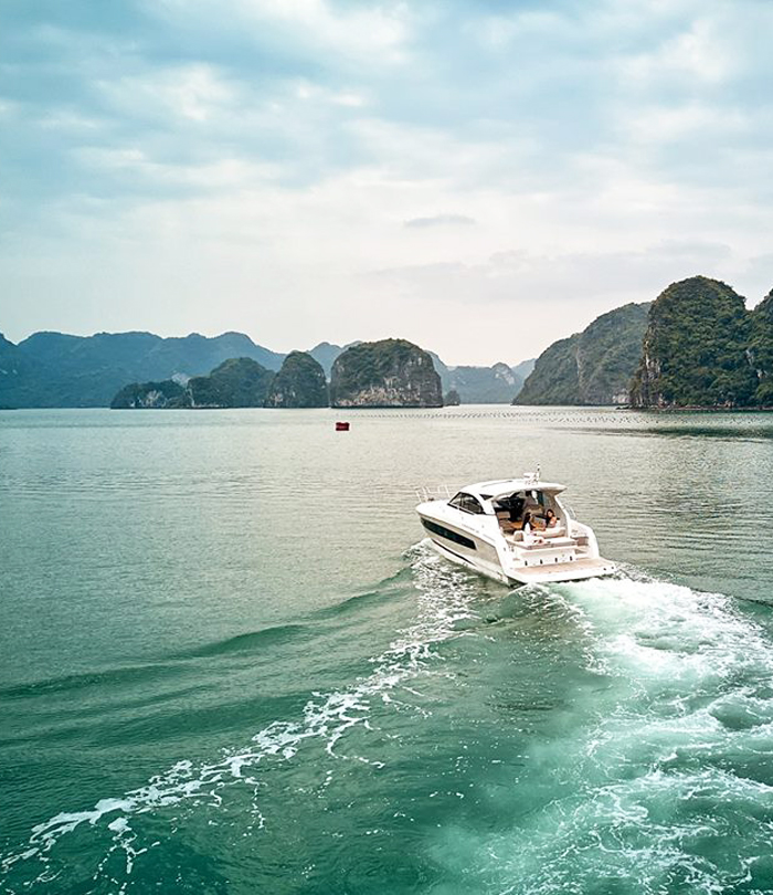 Halong Bay Yacht Tour at Best Deal